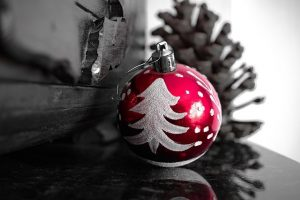 mono-red-bauble